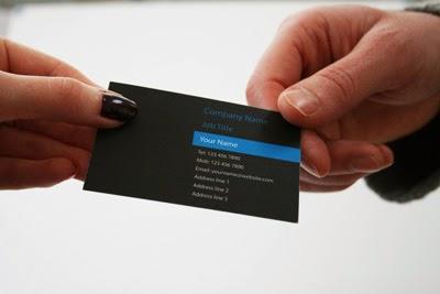 nhận card visit đúng